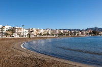 Du finner flere strender i og utenfor Puerto de Mazarron