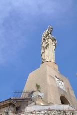 Enhver klippe med respekt for seg selv har en statue på toppen...