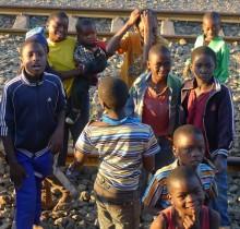 Herfra kjørte vi gjennom Rift Valley og Mbeya, for så å overnatte i Tunduma. Dette gikk ikke som planlagt. Det ble store forsinkelser, og vi lå etter hvert 7 timer etter skjema.