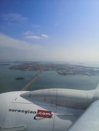 """""""Bil/Togveien"""" ut til Venezia, sett fra flysetet"""