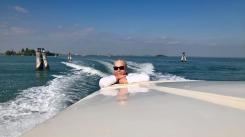 Kari, en temmelig laidback dame, som også nyter overfarten til Venezia