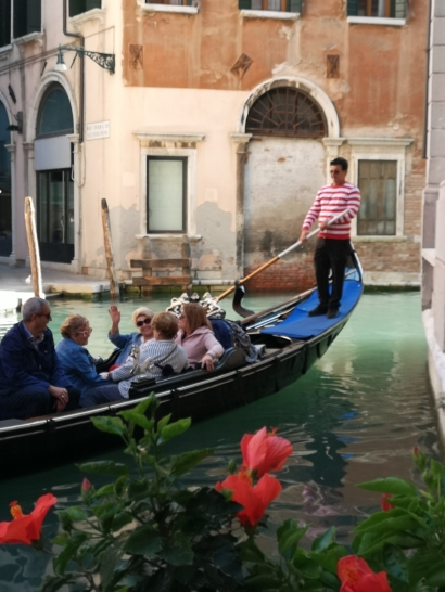 Fantastisk å bli transportert i den klassiske venezianske vanntaxien