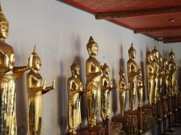 Wat Pho - mange flotte Buddhaer å se her..