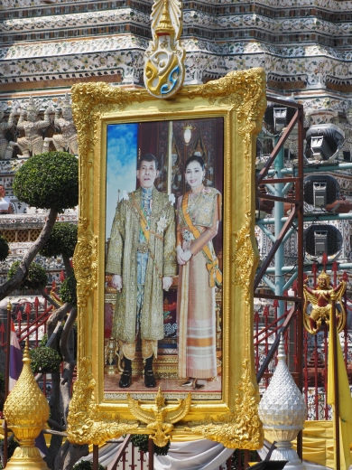 Kong Maha Vajiralongkorn og hans dronning