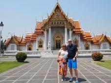 Photoshoot utenfor Wat Benjmabophit hører med når man er turister..